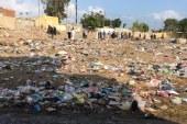 حتي الأموات لم يسلموا من اكوام القمامة في شرنوب