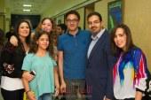 """بالصور…… احتفل فريق عمل مسلسل """"عوالم خفية"""" للزعيم عادل إمام بانتهاء تصوير المسلسل والذي يعرض حاليا ضمن دراما رمضان ."""