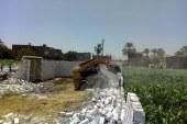 إزالة 35 حالة تعدي علي الأرض الزراعية بديرمواس بالمنيا