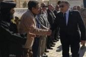 دون احتفالات تضامناً مع أسر الصيادين المفقودين.عمرو حنفي يضع إكليلاً من الزهور علي النصب التذكاري بمقابر الشهداء بالغردقة