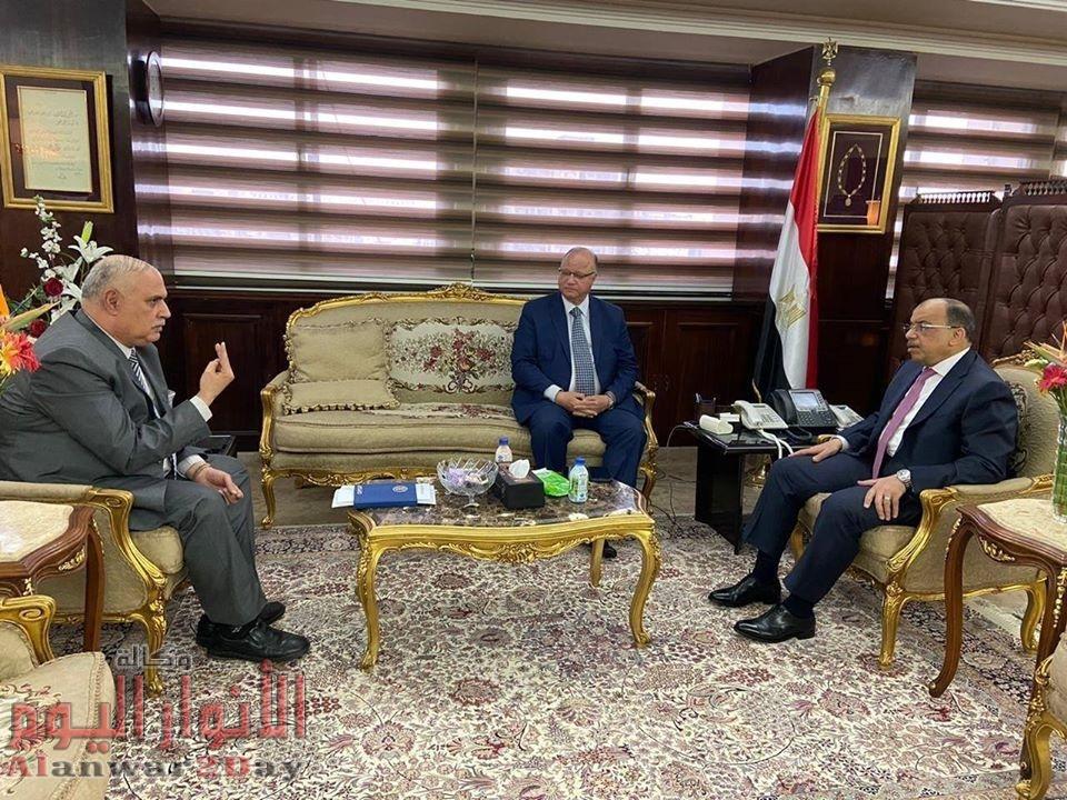 وزير التنمية المحلية يبحث مع محافظ القاهرة ورئيس هيئة النقل العام تنفيذ الإجراءات الإحترازية للوقاية من فيروس كورونا