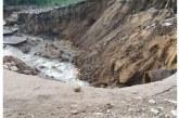 قطع مياه الشرب ( حكاية كل يوم) انفجار اكبر خط مياه للشرب بالفيوم وانهيار الطريق الرئيسي للنزلة ويوسف الصديق