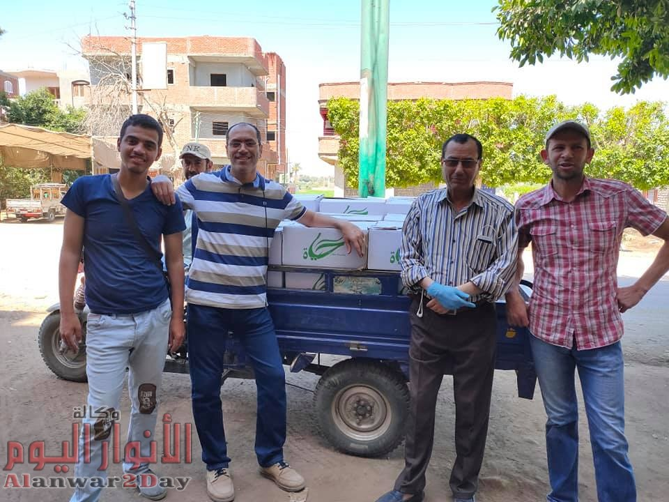 """لدعم الفئات الأكثر احتياجاً…مؤسسة """"مش لوحدك"""" تواصل توزيع كراتين رمضان"""