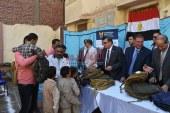 بالصور تسليم 5 آلاف حقيبة مدرسية وكتيبات توعوية لتلاميذ المدارس