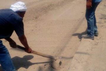 الوحده المحلية بشبراخيت تعيد الشارع لأصله عقب عمليات حفر للصرف الصحي