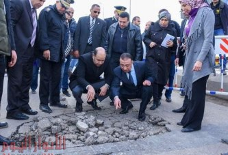 بالصور : محافظ الإسكندرية يتفقد، موقع الهبوط الجزئي بكوبري محرم بك .