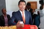 بعد السنغال.. غينيا بيساو تستورد شراب «الشيح» الرئاسي لعلاج «كورونا» من مدغشقر